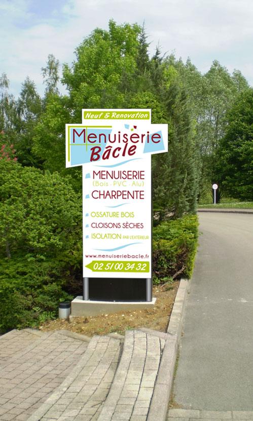 Totem - Menuiserie Bâcle